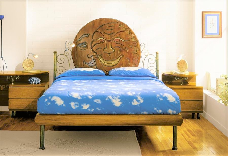 Wrought iron and wood beds with bedside tables splendidio sole